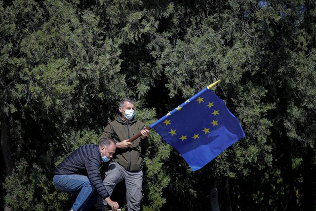 EU cán mốc tiêm 200 triệu liều vaccine ngừa COVID-19 - Ảnh 1.