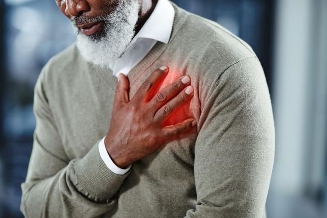 COVID-19: Những triệu chứng khẩn cấp không nên phớt lờ - ảnh 2