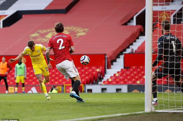 Man Utd đánh rơi chiến thắng trước đội bóng đã xuống hạng - Ảnh 2.