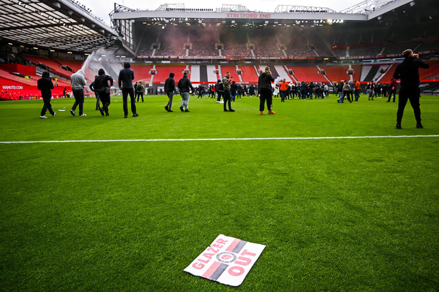 CĐV náo loạn sân Old Trafford, đại chiến MU - Liverpool nguy cơ bị hoãn - Ảnh 4.