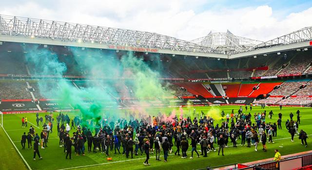 CĐV náo loạn sân Old Trafford, đại chiến MU - Liverpool nguy cơ bị hoãn - Ảnh 1.