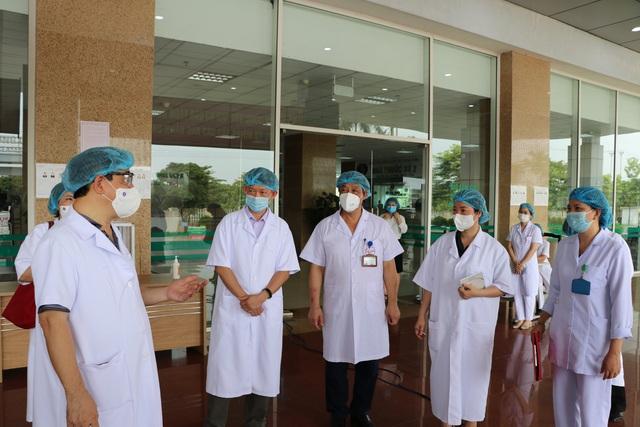 Bộ Y tế giám sát chặt chẽ việc bầu cử tại các bệnh viện đang cách ly - Ảnh 1.