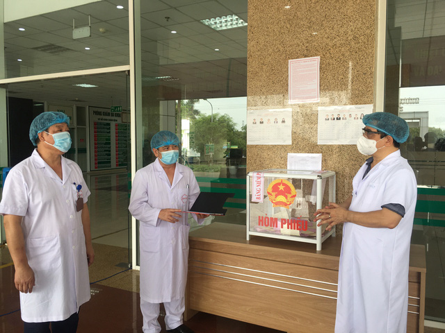Bộ Y tế giám sát chặt chẽ việc bầu cử tại các bệnh viện đang cách ly - Ảnh 2.