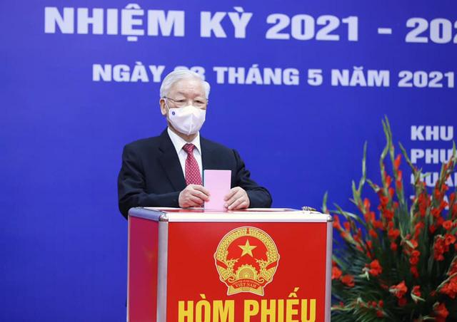 Tổng Bí thư Nguyễn Phú Trọng bỏ phiếu bầu cử đại biểu Quốc hội khoá XV và HĐND các cấp - Ảnh 1.