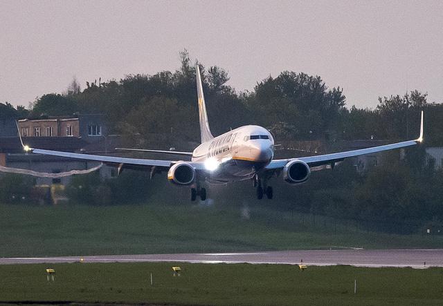 Belarus buộc máy bay Ryanair chuyển hướng, cộng đồng quốc tế phản ứng mạnh mẽ - Ảnh 2.