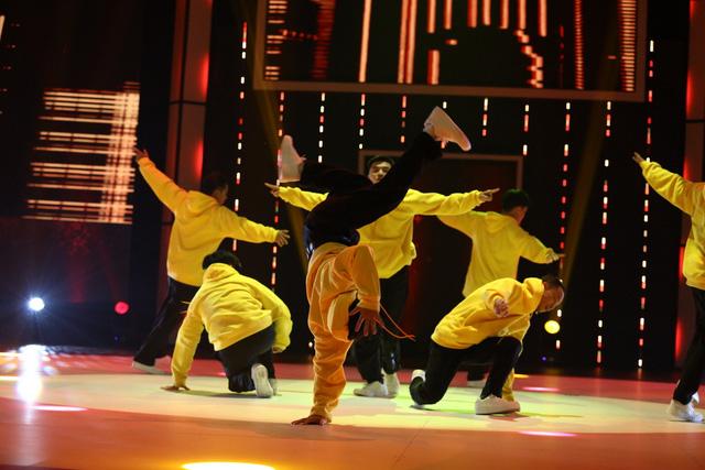 Nhóm nhảy siêu Việt mở mản ấn tượng - Ảnh 3.