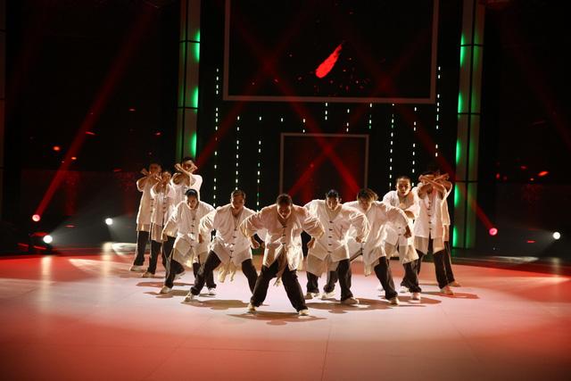 Nhóm nhảy siêu Việt mở mản ấn tượng - Ảnh 7.