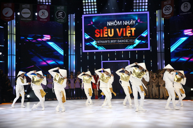 Nhóm nhảy siêu Việt mở mản ấn tượng - Ảnh 1.