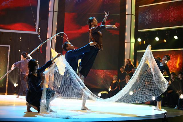 Nhóm nhảy siêu Việt mở mản ấn tượng - Ảnh 6.