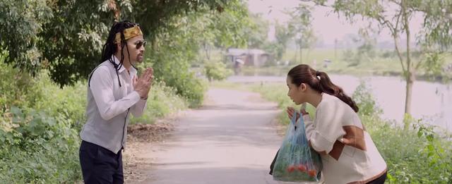 Mùa hoa tìm lại - Tập 2: Thấy Lệ ăn mặc như gái thành phố, Đồng cục cằn chửi bẩn mắt - Ảnh 5.