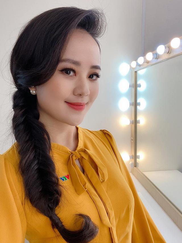Dàn MC, BTV mê tóc dài: Thụy Vân biến hóa, Hoài Anh cuốn hút, Thu Hương lại than dày - Ảnh 4.