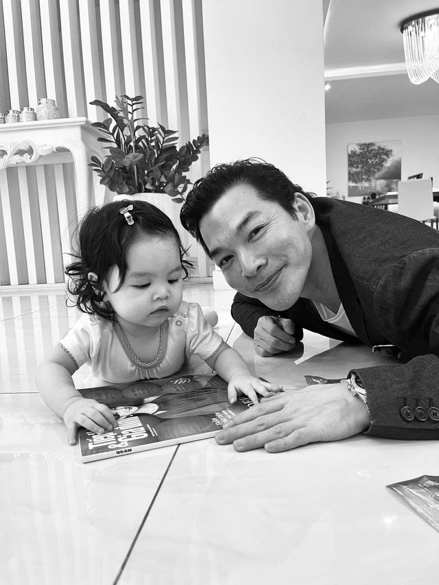 Trần Bảo Sơn hạnh phúc bên con gái thứ 2, tiết lộ hai con chưa từng gặp nhau - Ảnh 1.