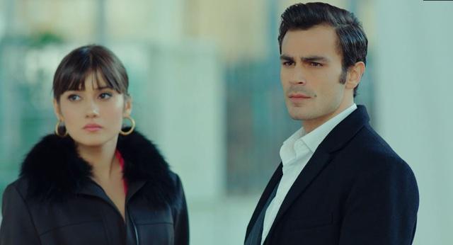 Trái cấm: Cắm sừng người yêu nhưng Alihan vẫn phá rối khi nghĩ Zeynep có bạn trai mới - Ảnh 2.