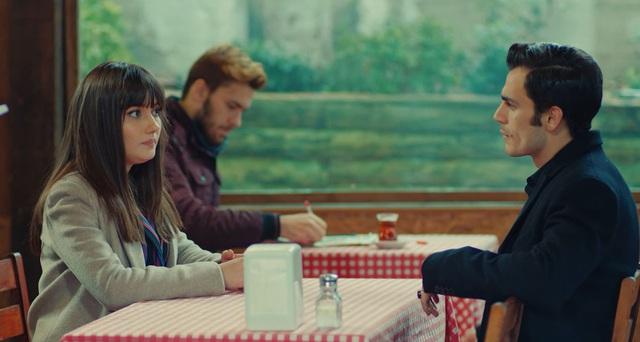 Trái cấm: Cắm sừng người yêu nhưng Alihan vẫn phá rối khi nghĩ Zeynep có bạn trai mới - Ảnh 8.