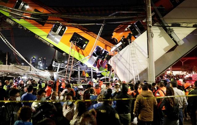 Cầu vượt đường sắt đổ sập tại thủ đô Mexico, ít nhất 23 người thiệt mạng - Ảnh 2.
