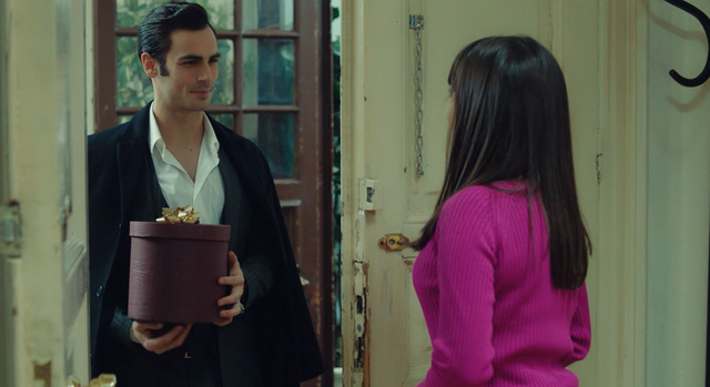 Trái cấm: Cắm sừng người yêu nhưng Alihan vẫn phá rối khi nghĩ Zeynep có bạn trai mới - Ảnh 5.