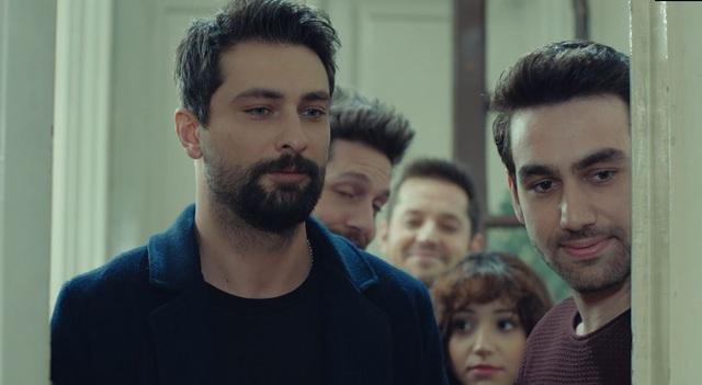 Trái cấm: Cắm sừng người yêu nhưng Alihan vẫn phá rối khi nghĩ Zeynep có bạn trai mới - Ảnh 3.