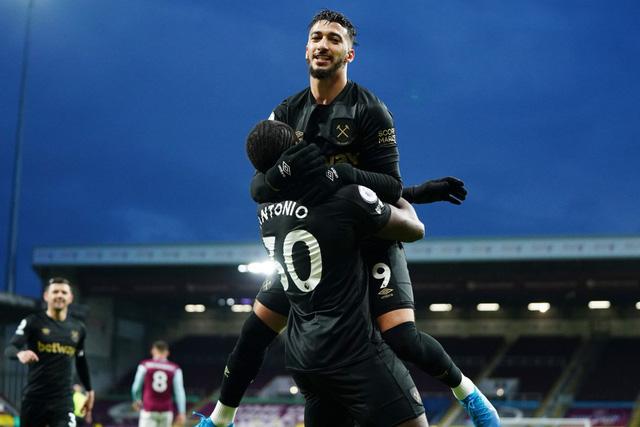 West Ham ngược dòng thắng ngay trên sân của Burnley, bám đuổi cơ hội dự cúp châu Âu - Ảnh 2.