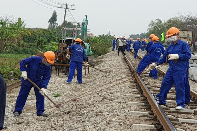 Bị nợ lương, công nhân đường sắt lao đao - ảnh 1
