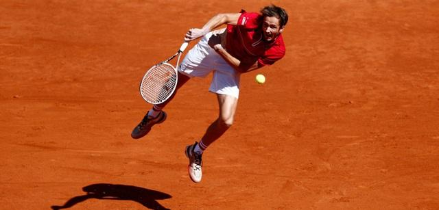 Giải quần vợt Madrid Masters 2021: Medvedev ngược dòng vất vả, Zverev hạ gục Nishikori - Ảnh 1.
