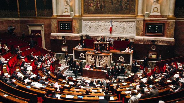 Quốc hội Pháp thông qua dự luật về khí hậu - Ảnh 1.