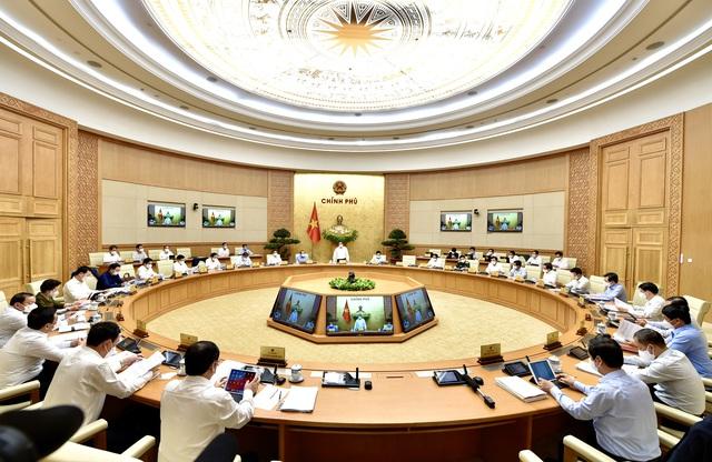 Thủ tướng: Chuyển trạng thái từ phòng ngự sang chủ động tấn công - Ảnh 2.