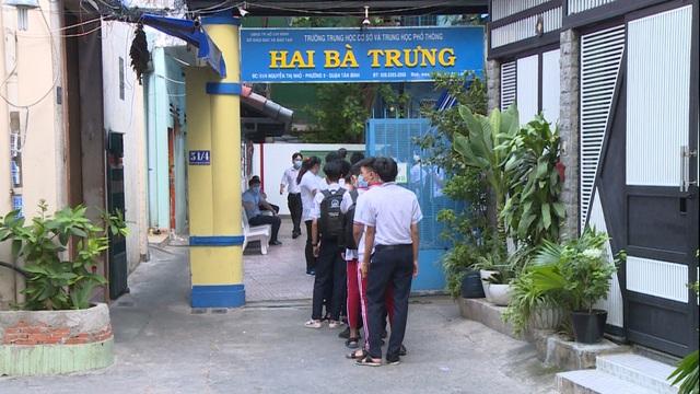 Thầy trò TP Hồ Chí Minh tăng tốc để kết thúc năm học sớm, học sinh lớp 5 hoàn thành bài thi cuối kỳ - Ảnh 2.