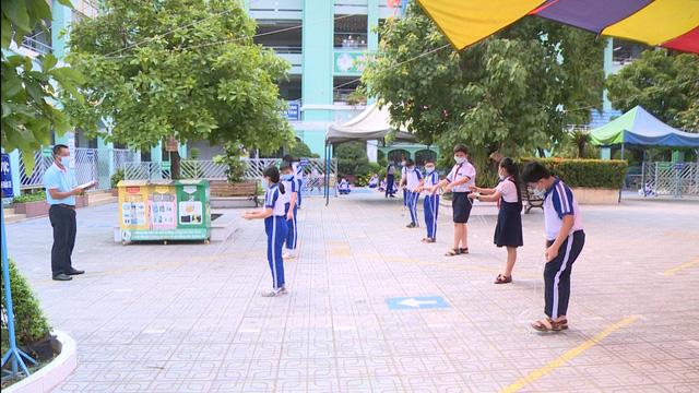 Thầy trò TP Hồ Chí Minh tăng tốc để kết thúc năm học sớm, học sinh lớp 5 hoàn thành bài thi cuối kỳ - Ảnh 10.