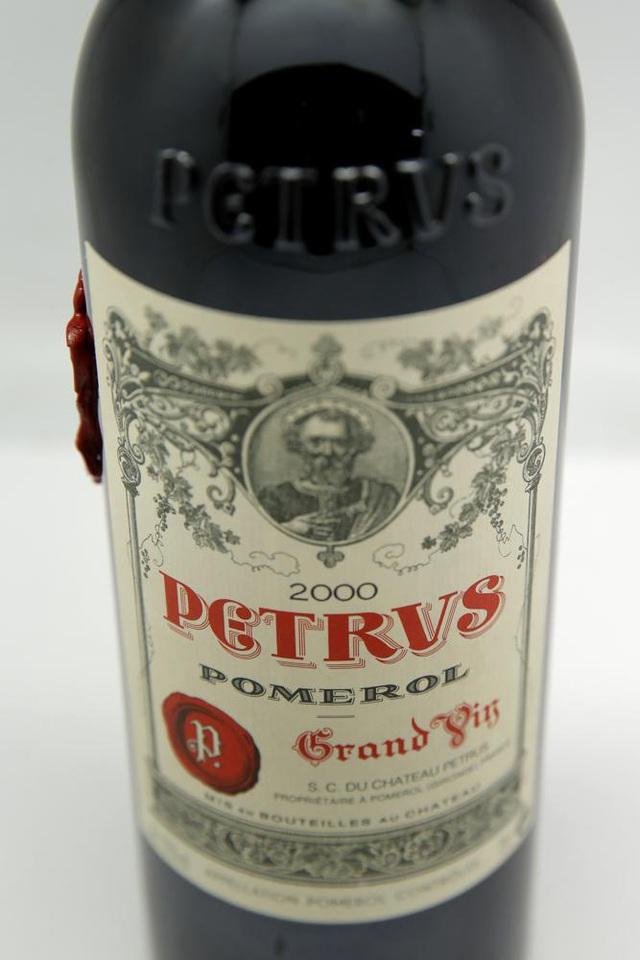 Rao giá 1 triệu USD cho chai rượu vang Petrus 2000 được ủ trên không gian - ảnh 1