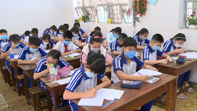 Thầy trò TP Hồ Chí Minh tăng tốc để kết thúc năm học sớm, học sinh lớp 5 hoàn thành bài thi cuối kỳ - Ảnh 1.