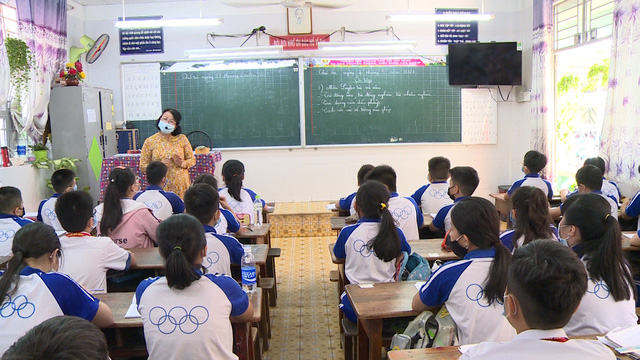 Thầy trò TP Hồ Chí Minh tăng tốc để kết thúc năm học sớm, học sinh lớp 5 hoàn thành bài thi cuối kỳ - Ảnh 12.