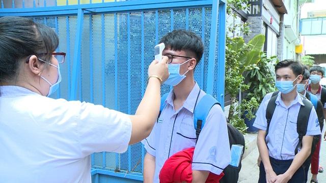 Thầy trò TP Hồ Chí Minh tăng tốc để kết thúc năm học sớm, học sinh lớp 5 hoàn thành bài thi cuối kỳ - Ảnh 3.