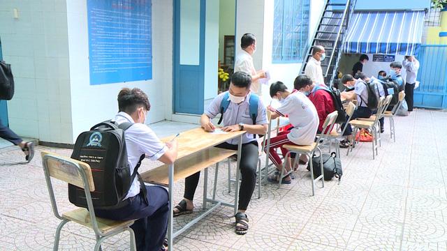 Thầy trò TP Hồ Chí Minh tăng tốc để kết thúc năm học sớm, học sinh lớp 5 hoàn thành bài thi cuối kỳ - Ảnh 5.