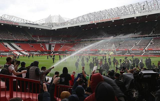 Chốt lịch đá bù trận Manchester United gặp Liverpool vòng 34 Ngoại hạng Anh - Ảnh 1.