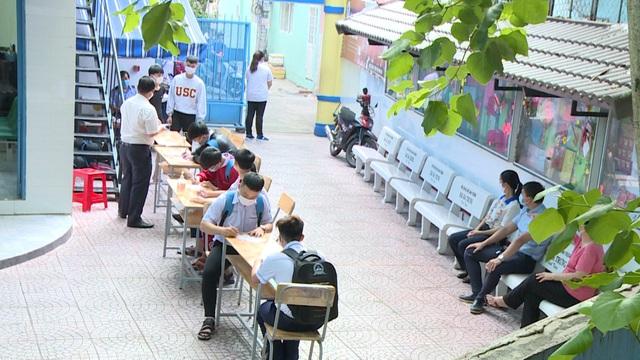 Thầy trò TP Hồ Chí Minh tăng tốc để kết thúc năm học sớm, học sinh lớp 5 hoàn thành bài thi cuối kỳ - Ảnh 6.