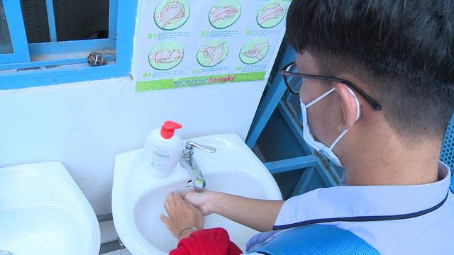 Thầy trò TP Hồ Chí Minh tăng tốc để kết thúc năm học sớm, học sinh lớp 5 hoàn thành bài thi cuối kỳ - Ảnh 11.
