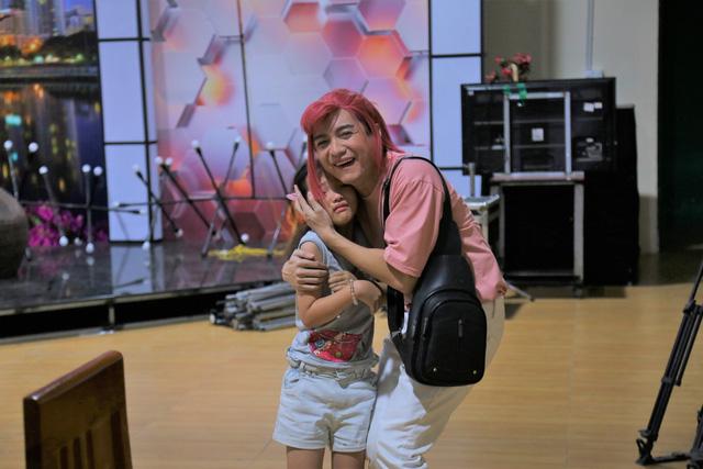 """Cô bé đáng yêu Bảo Thi trong """"Lật mặt 48h"""" bỗng trở thành con gái của Lâm Thắng trong sitcom mới - Ảnh 3."""