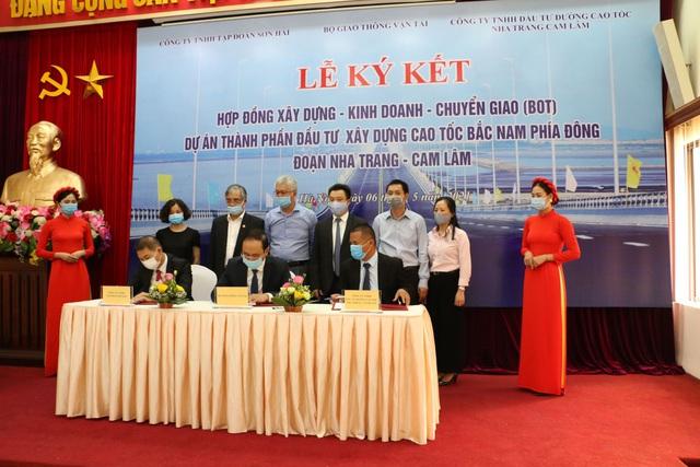Ký kết hợp đồng BOT dự án thành phần cao tốc Bắc - Nam, đoạn Nha Trang - Cam Lâm - Ảnh 1.