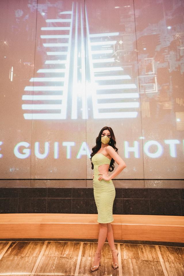 Hoa hậu Khánh Vân mang nguyên BST khẩu trang đến Miss Universe - Ảnh 4.