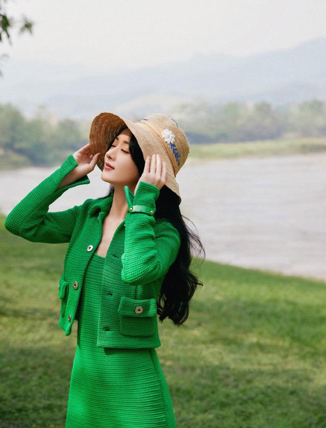 Triệu Lệ Dĩnh kỷ niệm 15 năm gia nhập làng giải trí - Ảnh 2.
