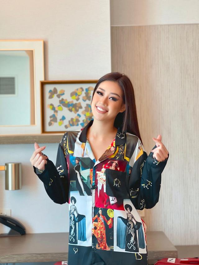 Khánh Vân diện pyjama in hình các đại diện Việt Nam thi Miss Universe - Ảnh 2.