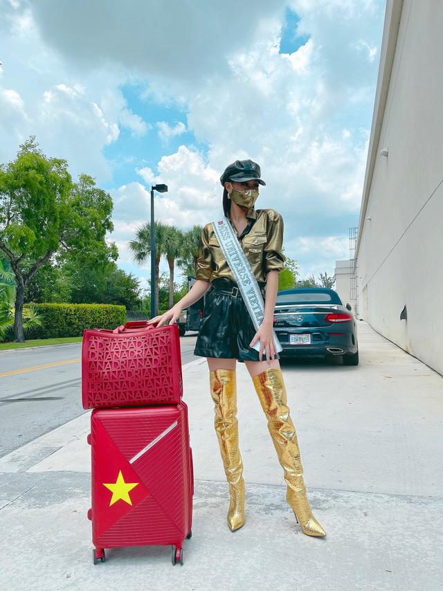 Khánh Vân diện pyjama in hình các đại diện Việt Nam thi Miss Universe - Ảnh 1.