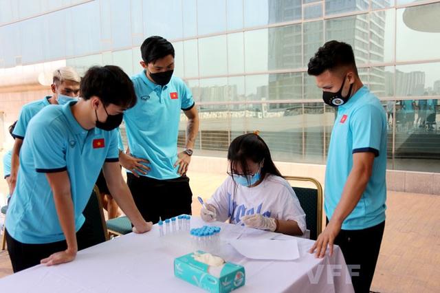 ĐT Việt Nam hội quân, khẩn trương xét nghiệm COVID-19 - Ảnh 1.