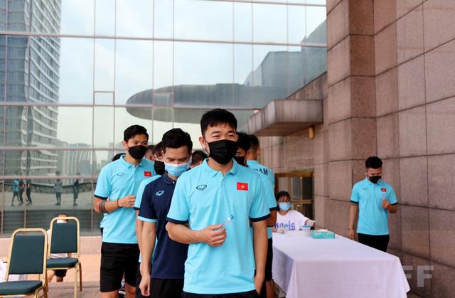 ĐT Việt Nam hội quân, khẩn trương xét nghiệm COVID-19 - Ảnh 6.