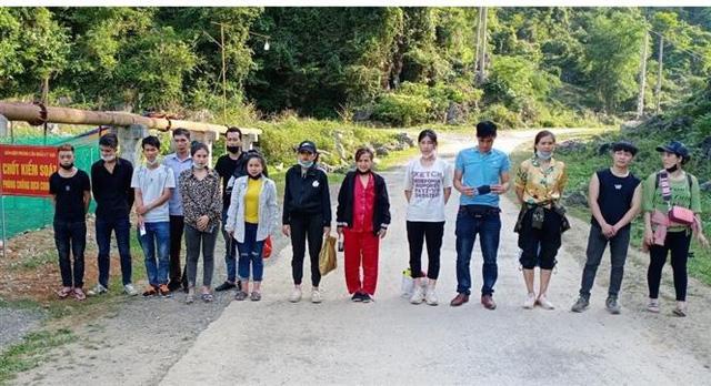 Gần 14.000 người xuất nhập cảnh trái phép qua biên giới Việt – Trung - Ảnh 1.