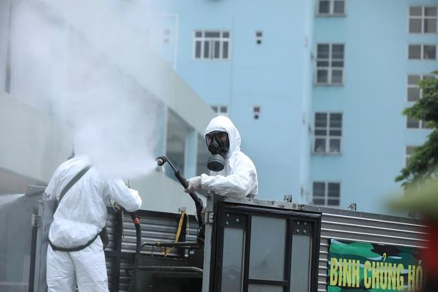 Binh chủng hóa học khử khuẩn tại Bệnh viện K Tân Triều - Ảnh 5.