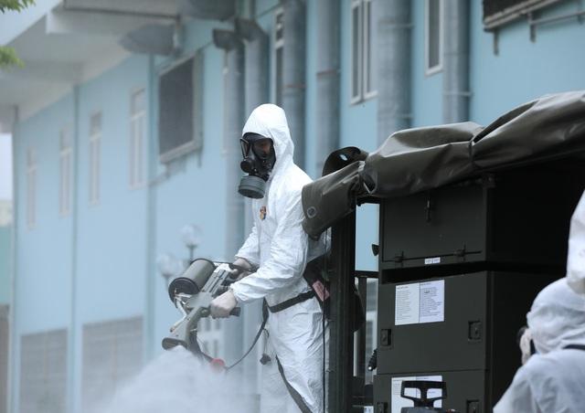 Binh chủng hóa học khử khuẩn tại Bệnh viện K Tân Triều - Ảnh 6.