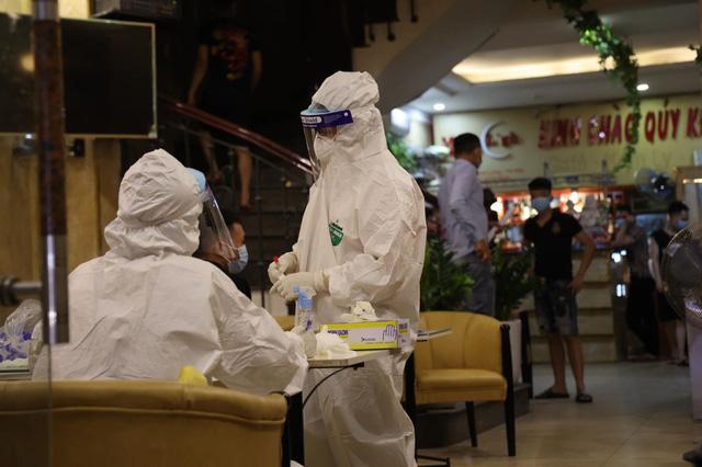Hà Nội sẵn sàng phương án 300 ca bệnh COVID-19, 15.000 trường hợp cách ly - Ảnh 1.