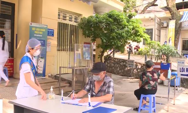 6 bệnh viện, cơ sở y tế Hà Nội cách ly: Nâng mức cảnh báo dịch COVID-19 lên cao nhất - Ảnh 4.