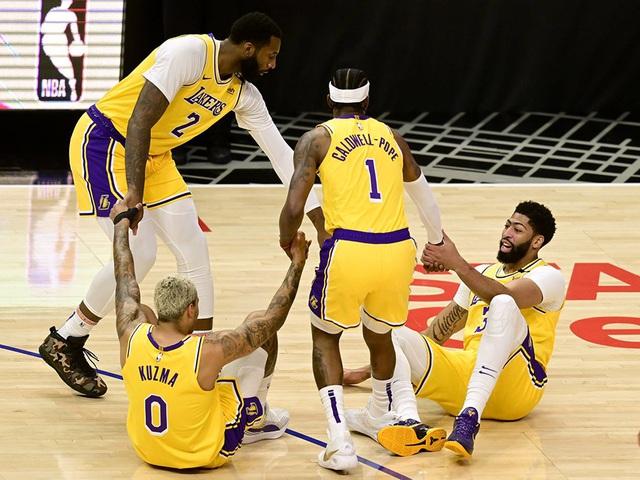 Los Angeles Lakers lại gặp tổn thất về lực lượng - Ảnh 1.